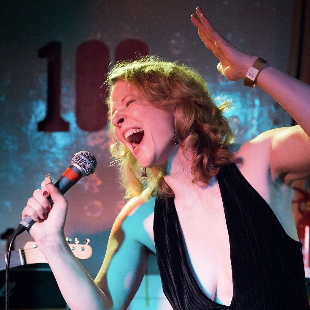 Victoria Bourne performing with Husky Tones at The 100 Club photographed by Claudio Ahlers